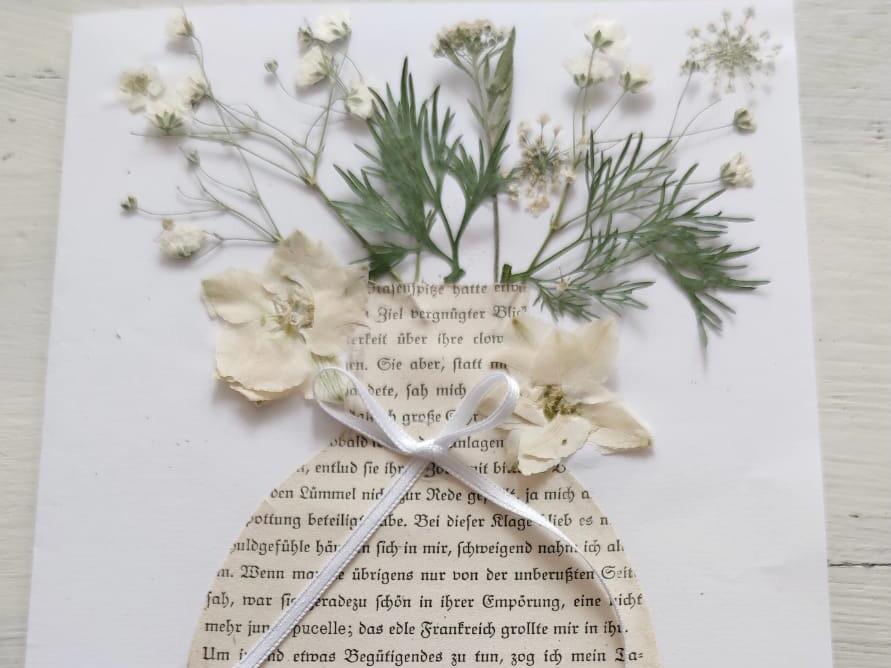 Blumenvase auf Papier