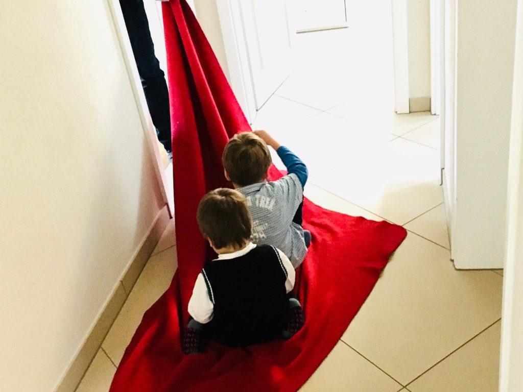 Decken-Schlitten fahren