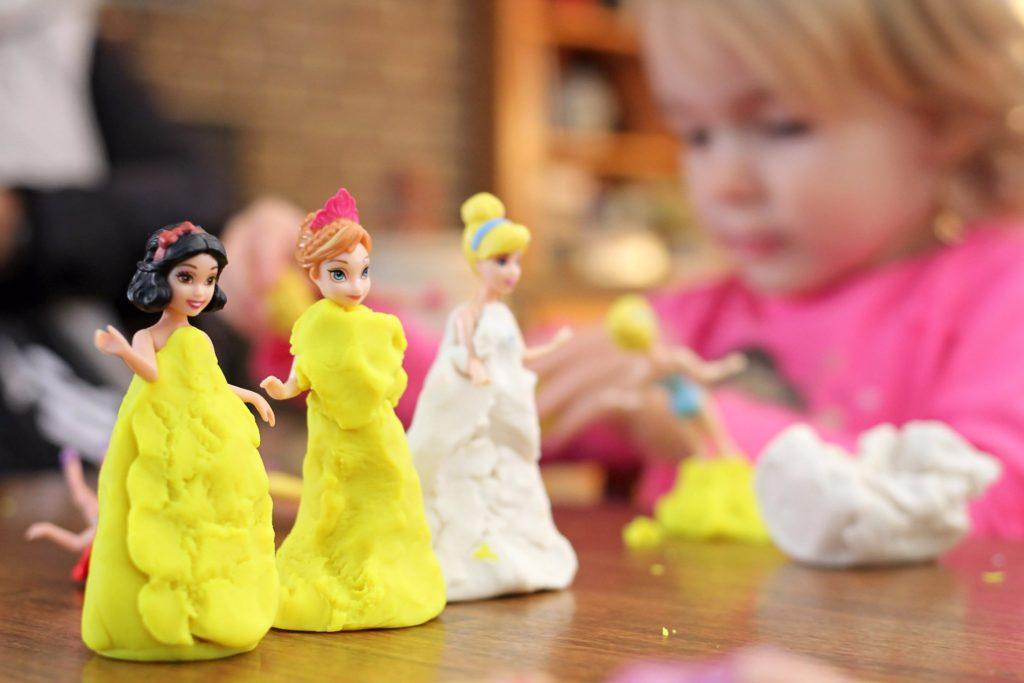 Kleider für kleine Puppe/ Barbies kneten