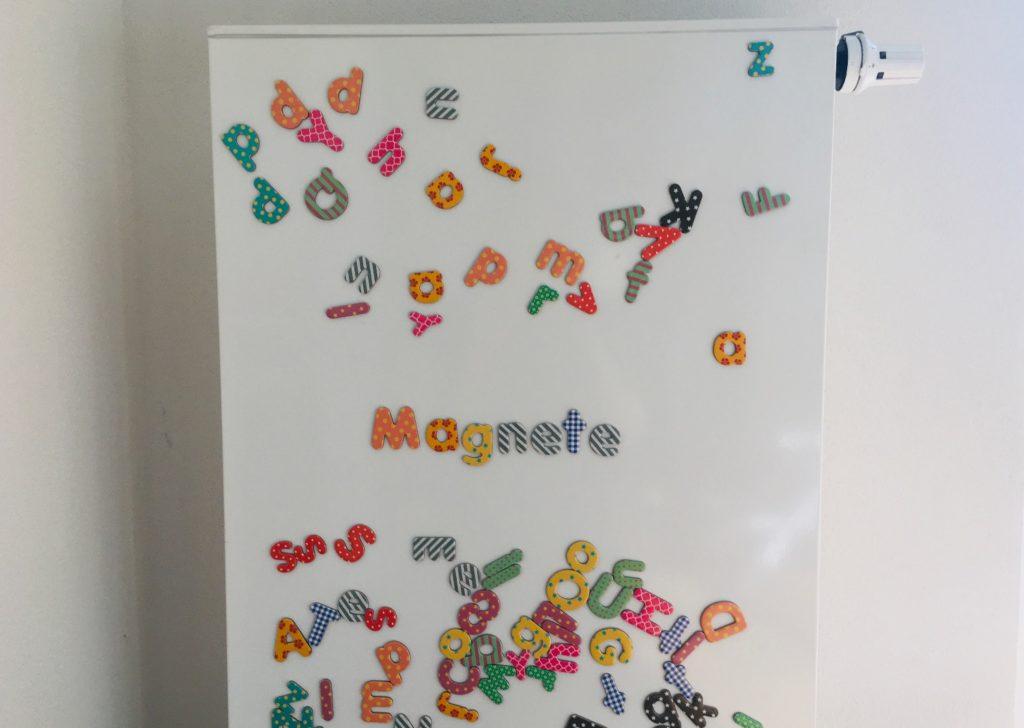 Wörter mit Magneten schreiben