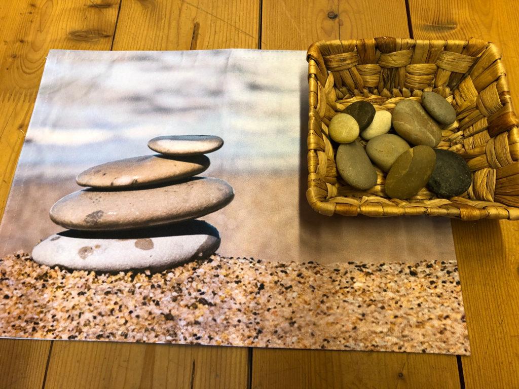 Spielen mit Steinen: Steintürme bauen