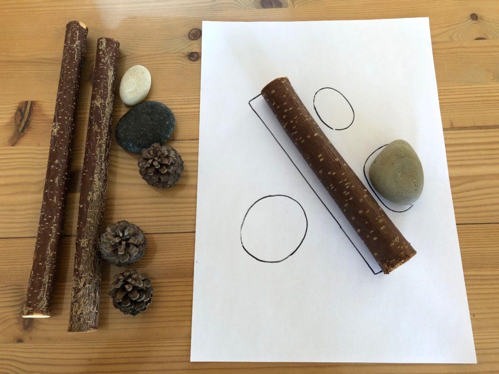 Legespiel mit Naturmaterial