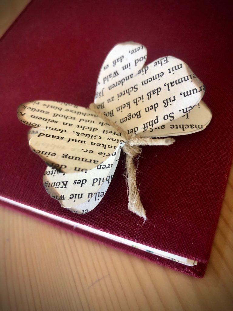 Schmetterling aus Buchseiten