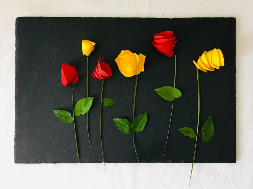 Papierblumen basteln & anordnen