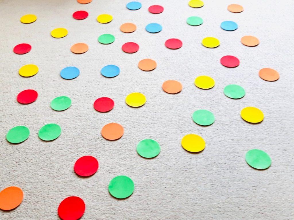Spiel und Bewegung mit Pappdeckeln (8 Ideen)