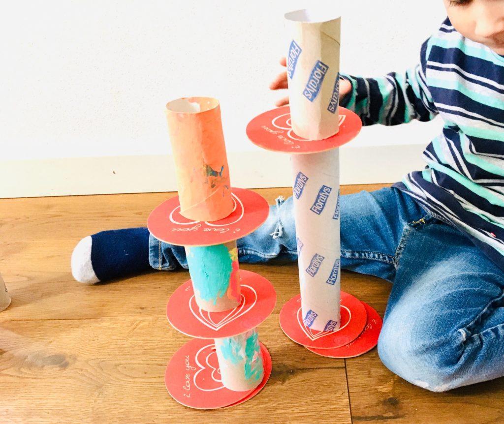 8 Spielideen mit Papprollen