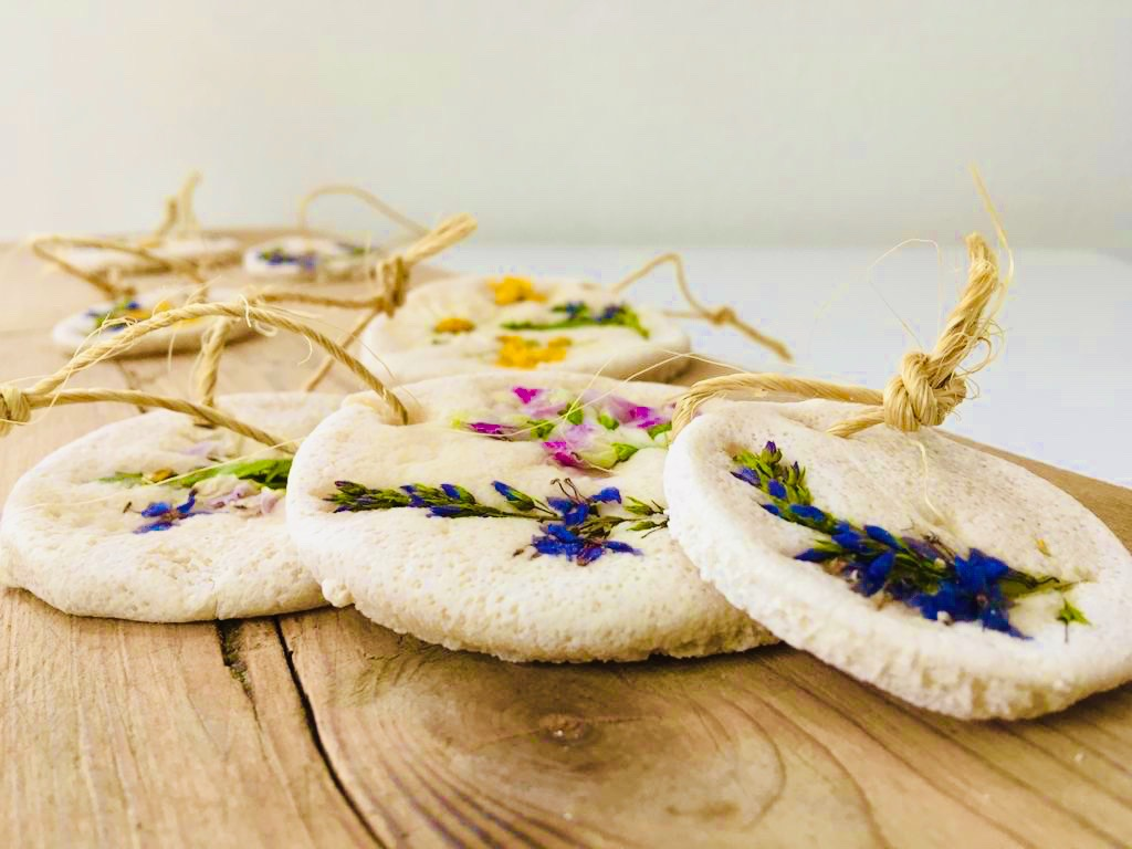Salzteig – Medallions mit Blumen
