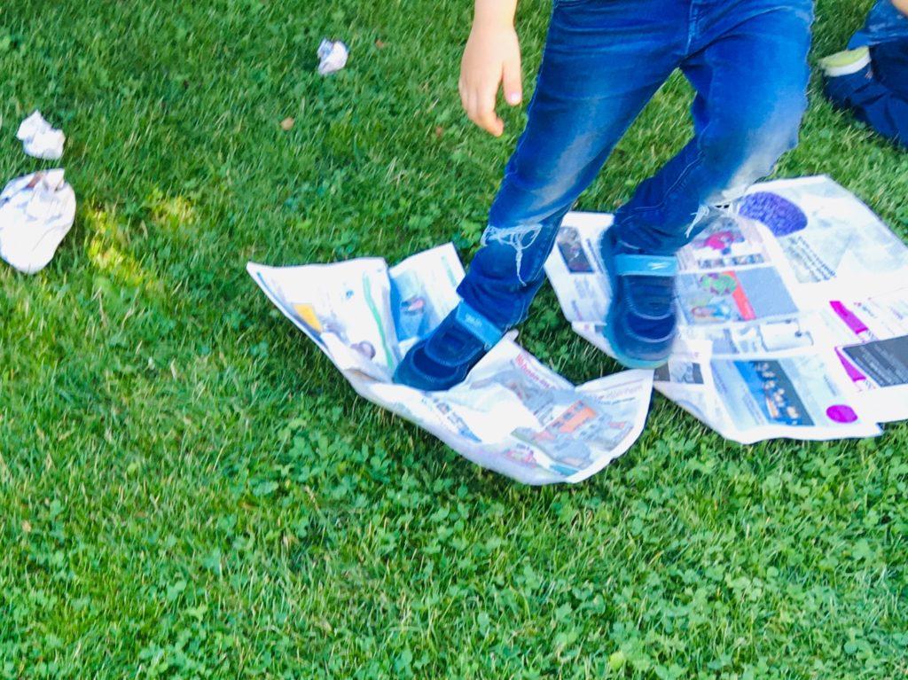 Spiel und Bewegung mit Zeitungen