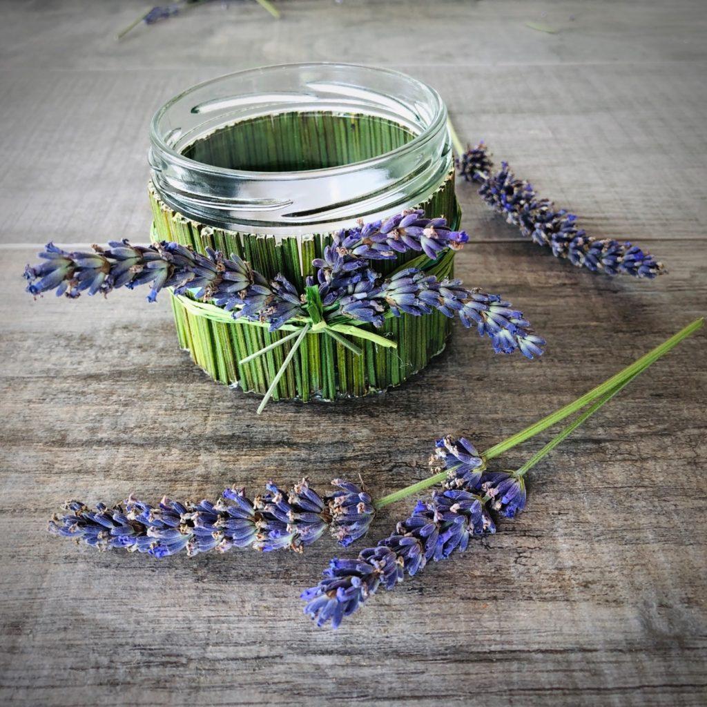 Windlicht mit Lavendel-Stielen (4 Varianten)
