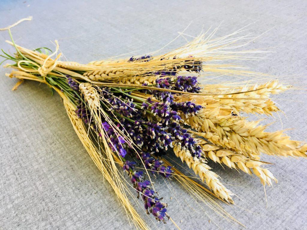 Getreide-Lavendel-Strauß binden