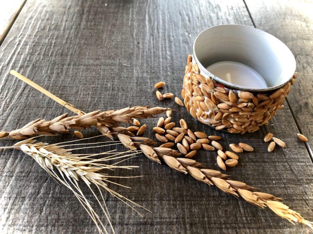 Windlicht mit Getreidekörnern