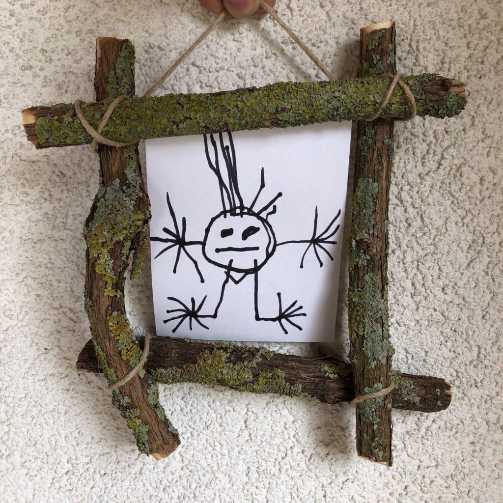 Rahmen aus Ästen für ein kleines Kunstwerk