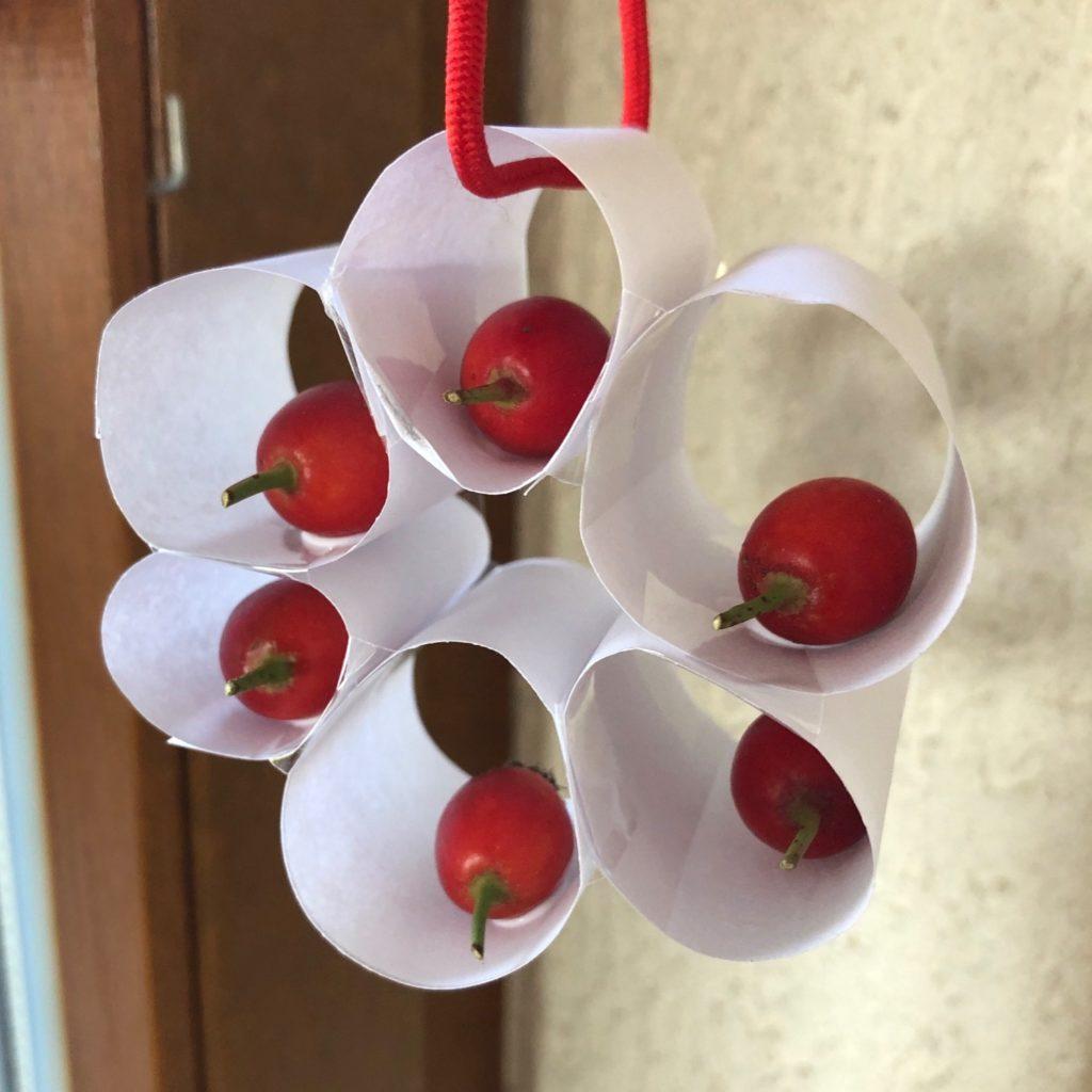 Blumenmobile mit Eicheln/Hagebutten