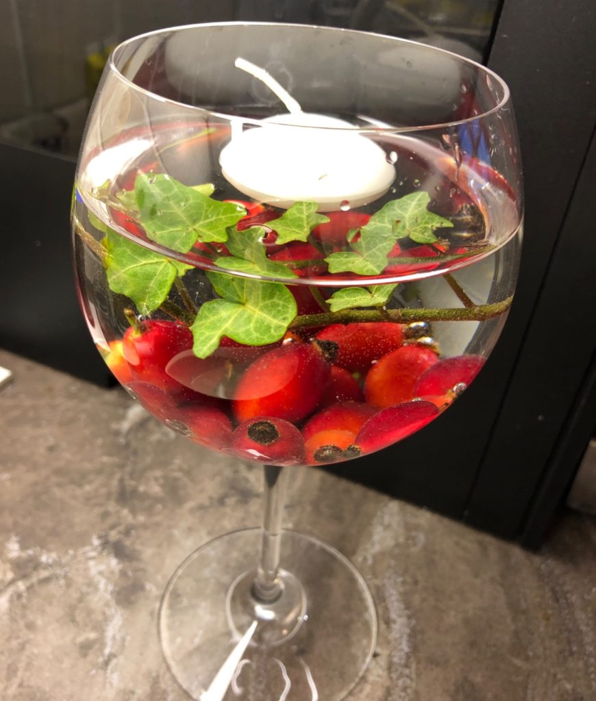 Hagebutten im Weinglas