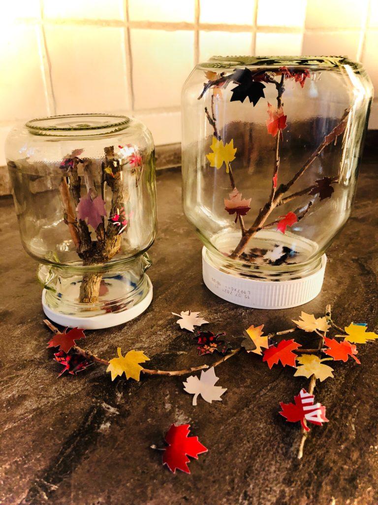 Schüttelglas mit Blättern