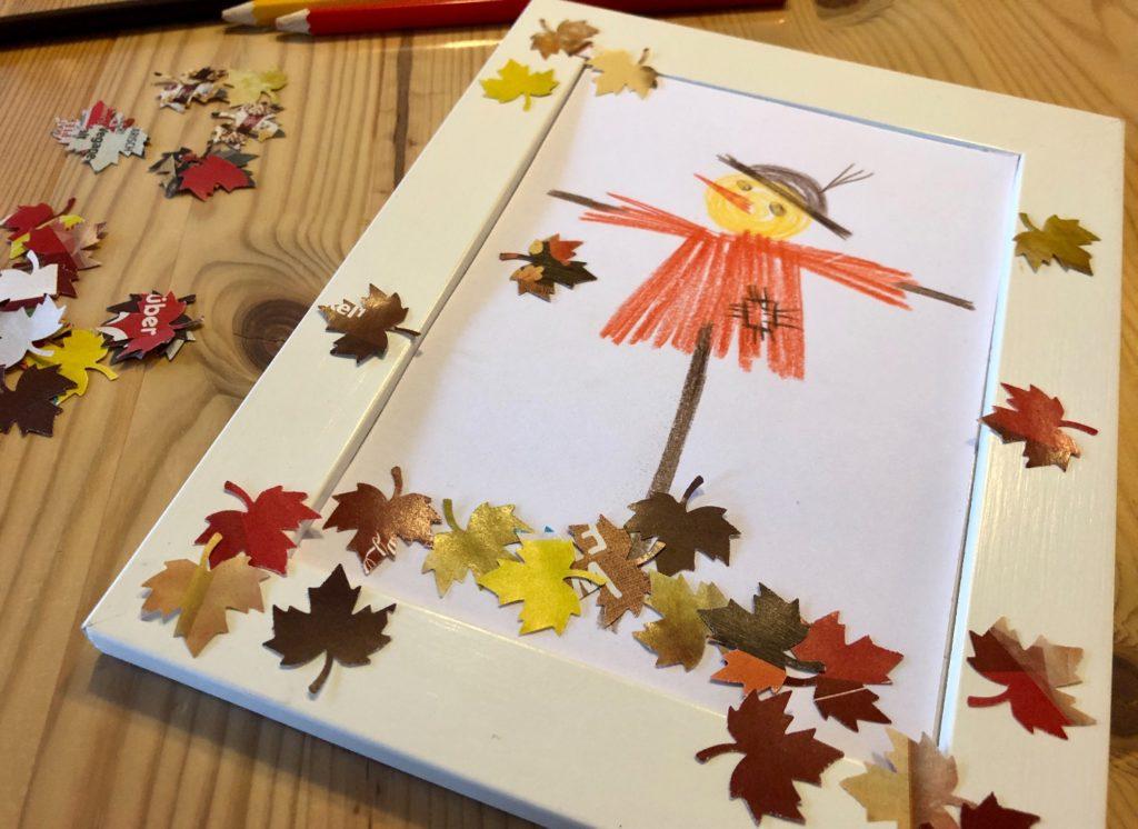 Vogelscheuche mit Blättern